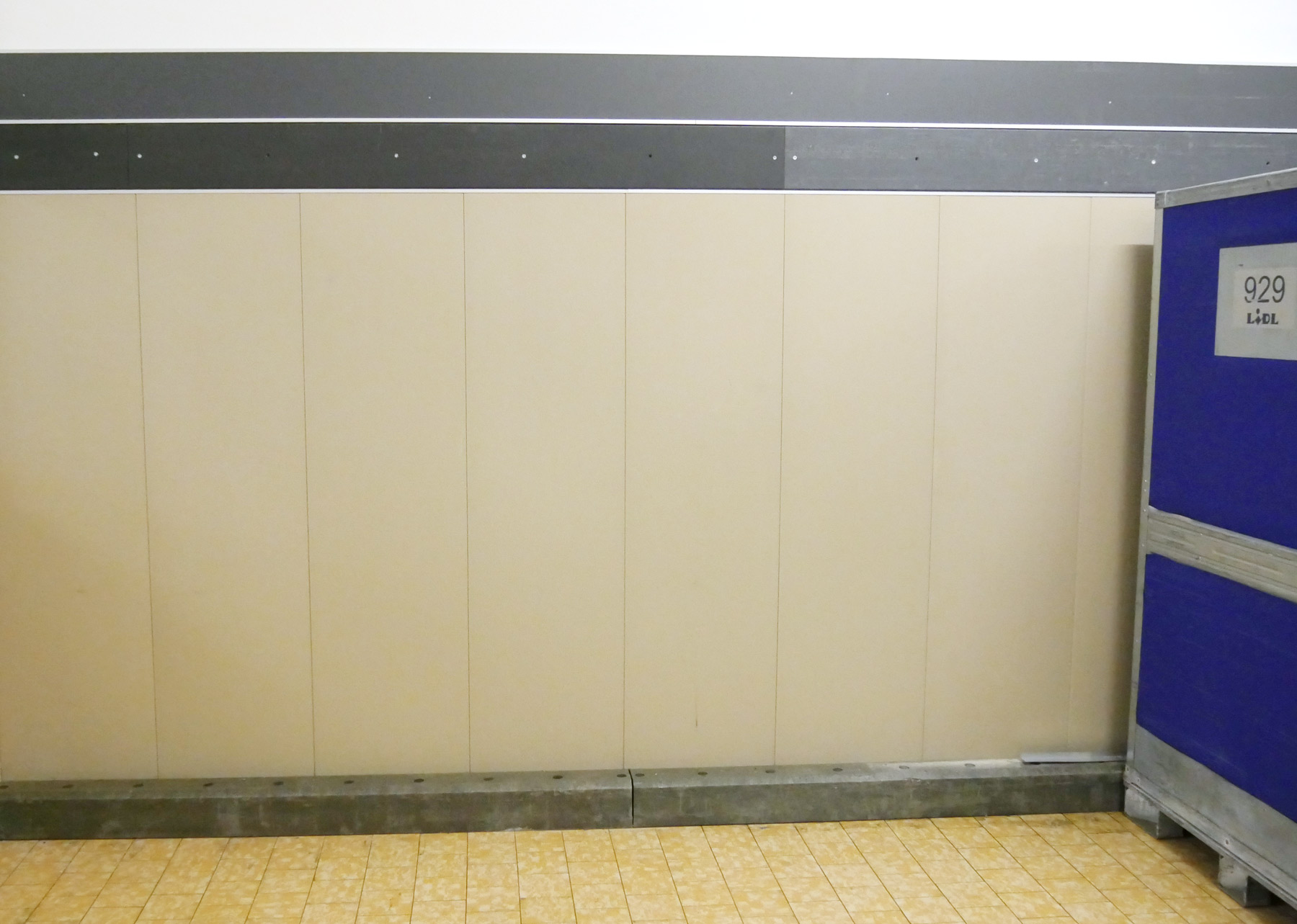 Wall protection for warehouse and shops